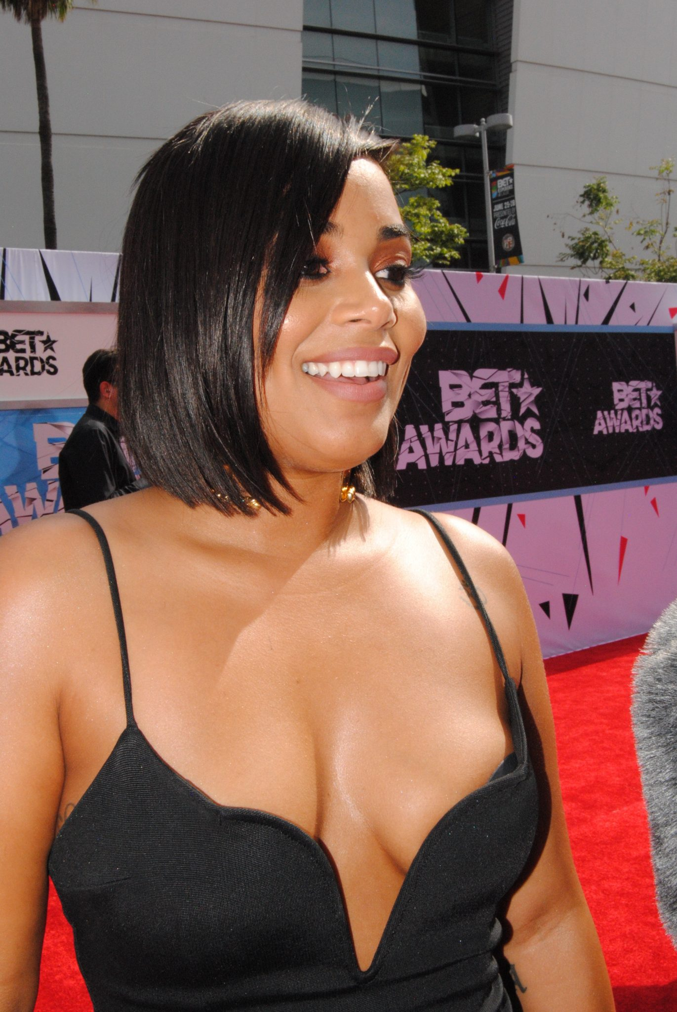 Red Carpet Looks: Lauren London At The 2015 BET Awards
