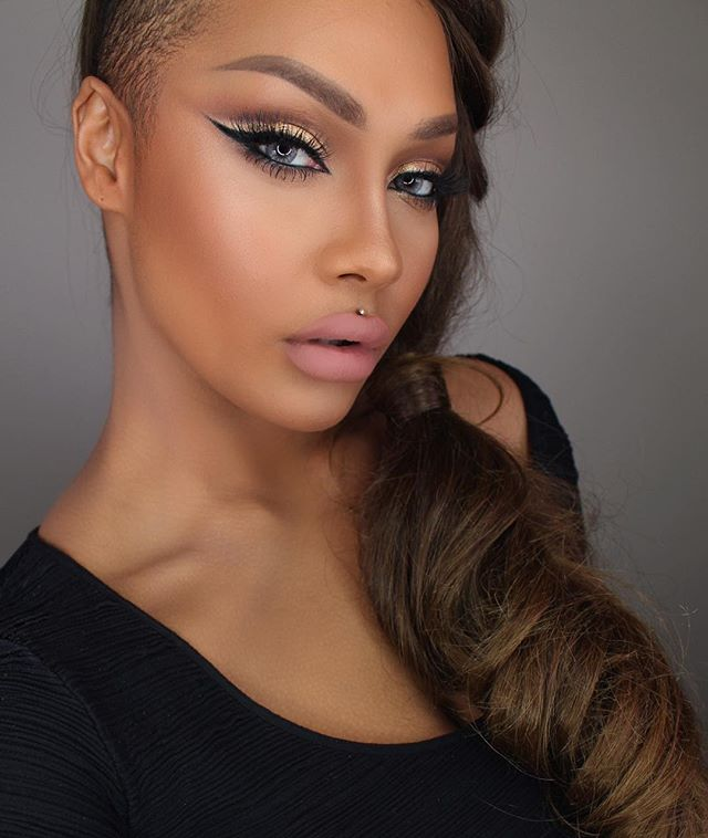 Get The Look: Sonjdra Deluxe's Gold Glitter Cut Crease & Hairdo