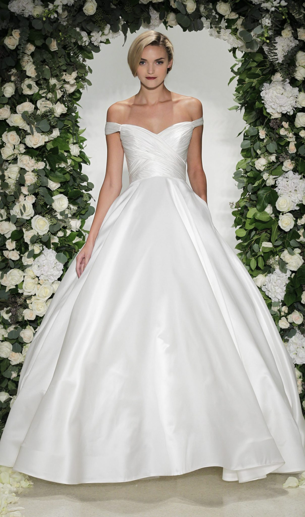 wardrobe breakdown scandals olivia popes wedding gown
