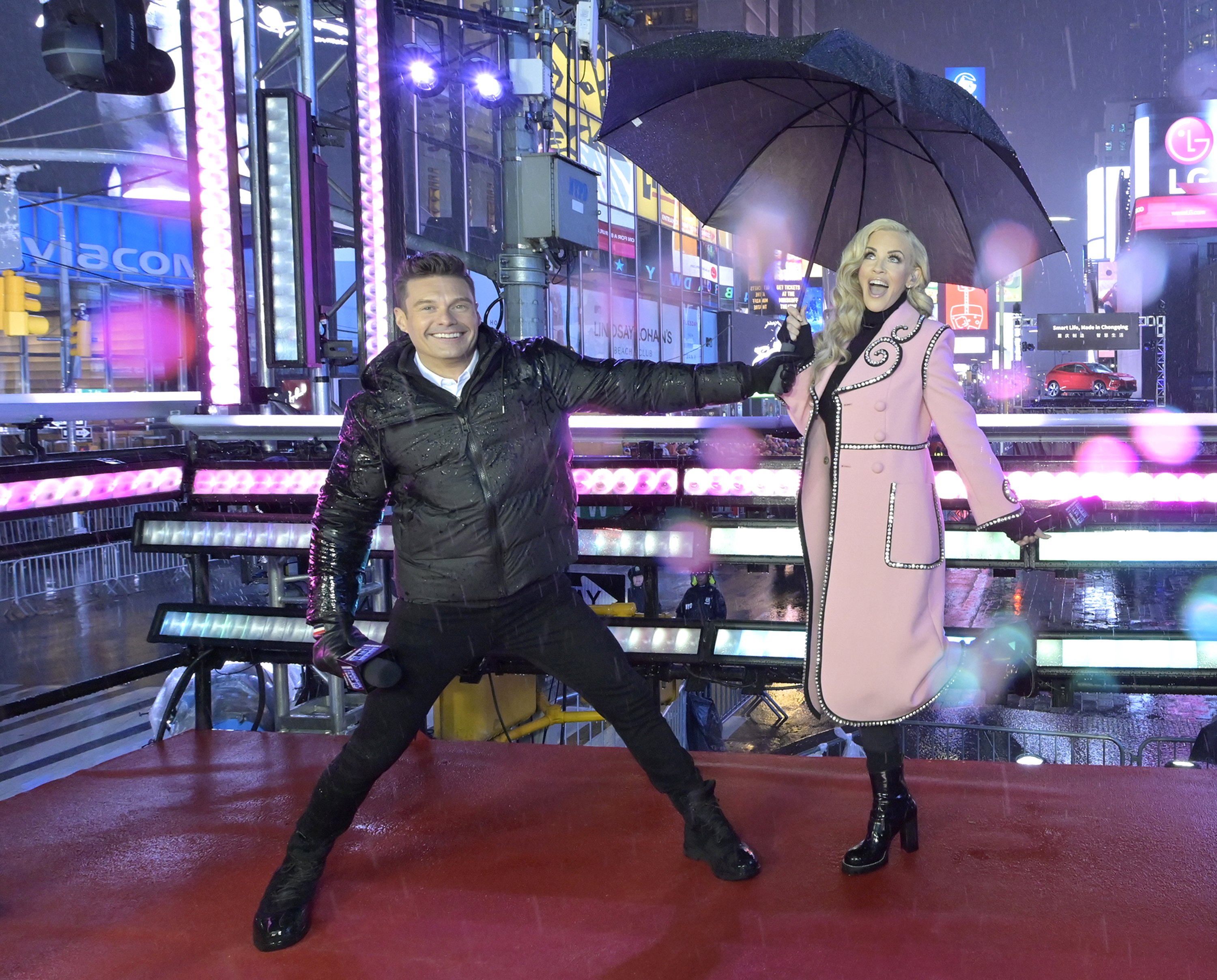 Did you get a chance to tune into DICK CLARKS NEW YEARS ROCKIN EVE WITH  RYAN SEACREST? I saw just a glimpse before I was off to bed but I then did  ...