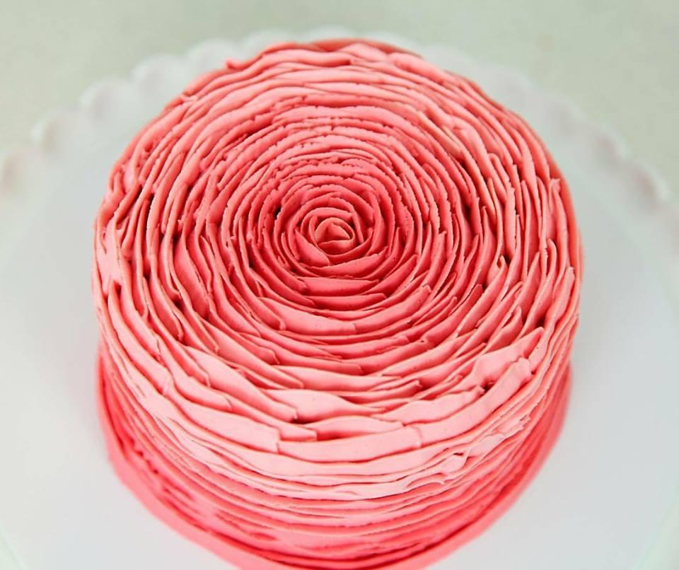 DIY: How To Make A Pretty Buttercream Rose Cake
