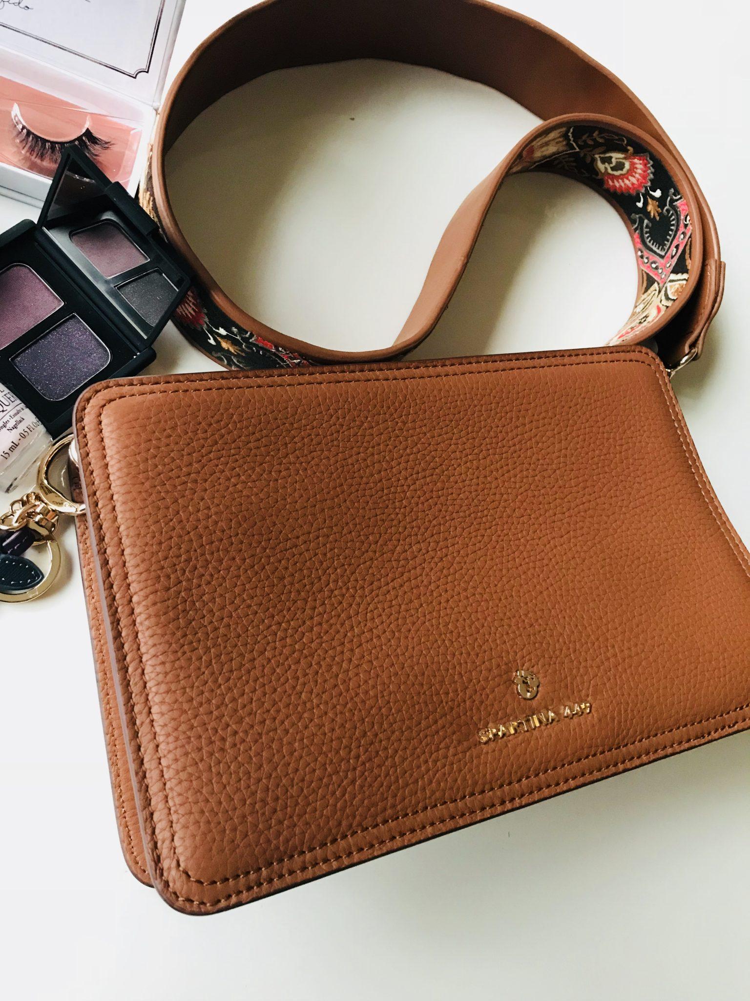 What's In My Bag: Spartina 449 Siren Box Shoulder Handbag