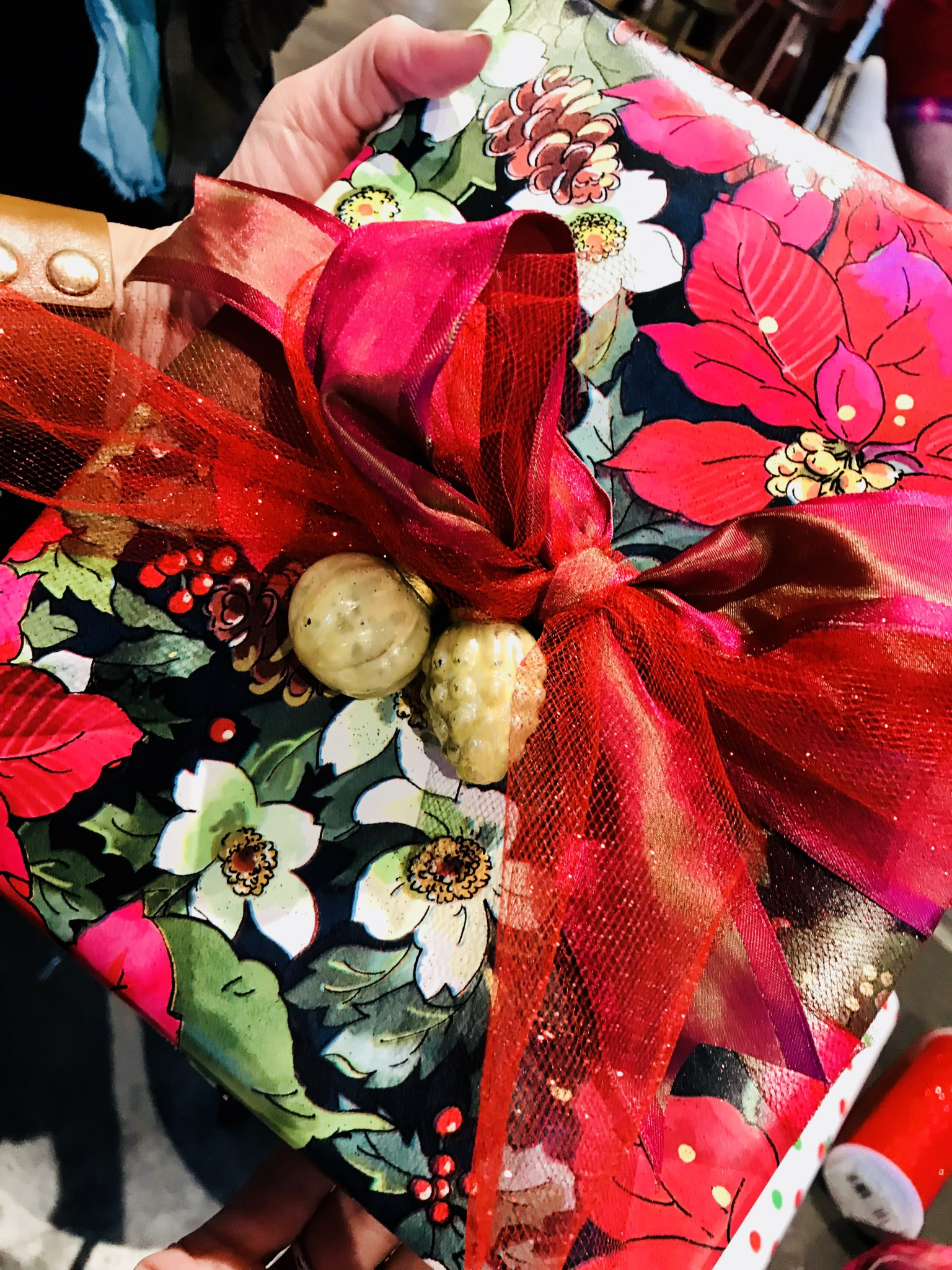 Best Gift Wrapping Tips/Ideas For The Holidays