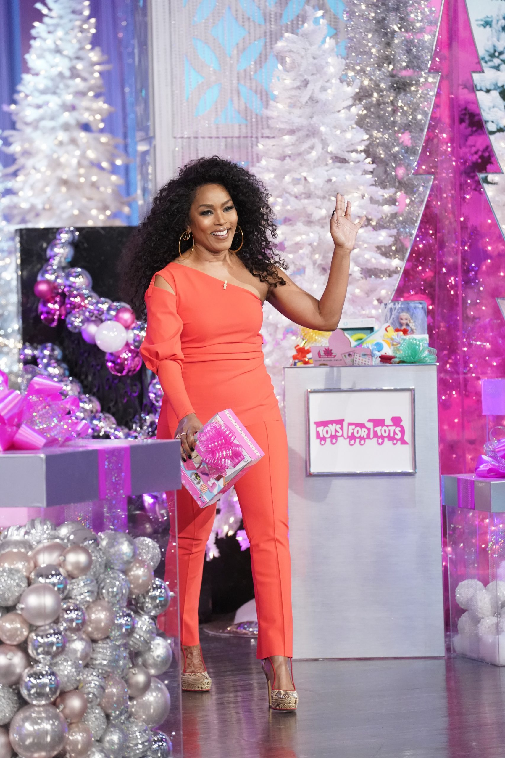 THE REAL Welcomes Angela Bassett, L&HH:NY's Chrissy Lampkin, And Guest Co-Host Rachel Lindsay!