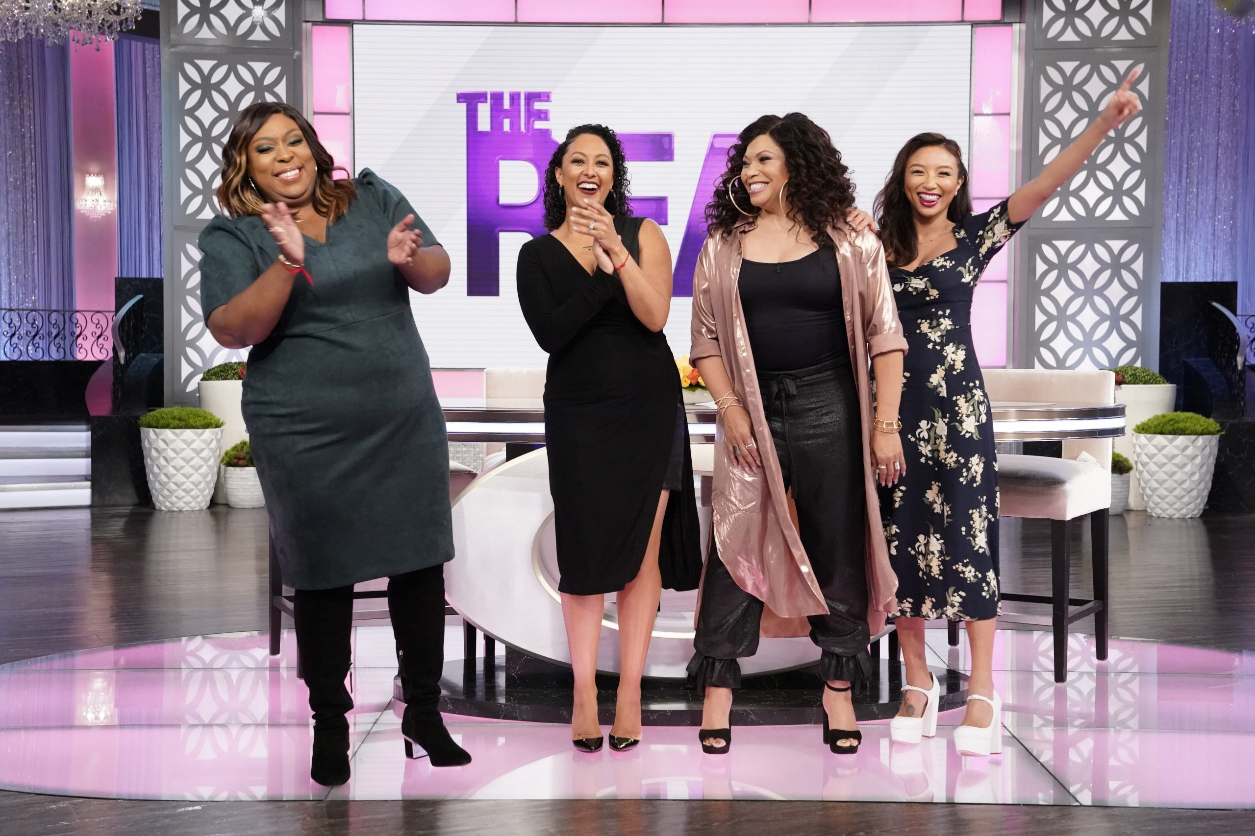 THE REAL: All New! Loni Drunk Tweets From A Fake Account and Tisha Campell Guest Co-Hosts!