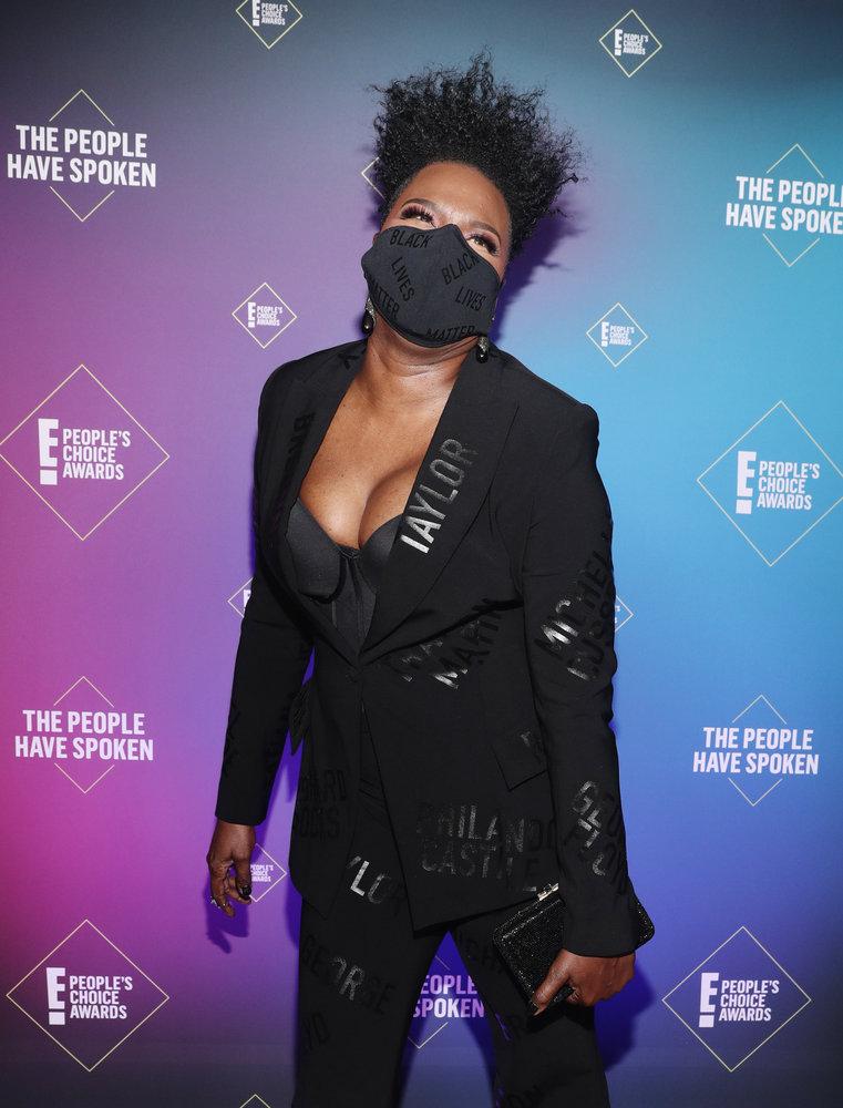 Wardrobe Breakdown: Leslie Jones At People's Choice Awards